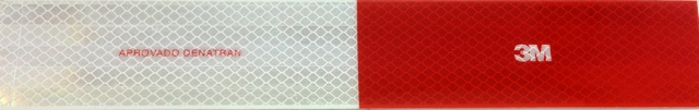 Faixa reflexiva adesiva fabricada pela 3M e homologada pelo Contran
